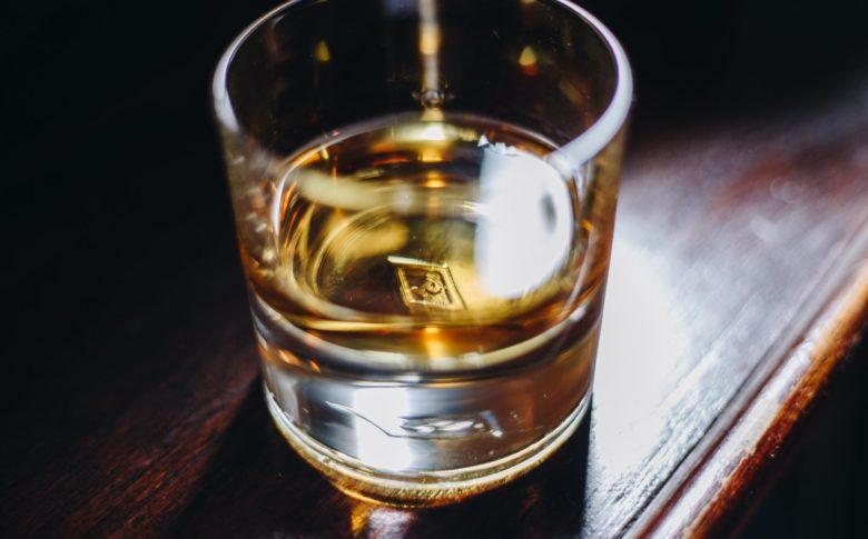 パワーズ ウイスキー 飲み方 ストレート